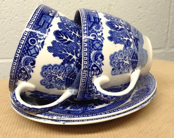 Vintage blue and White Alfred Meakin Old Willow pattern pair cups and saucers, vintage tea party.