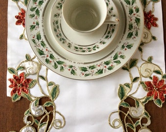 REDUCED** Royal Limited HOLLY HOLIDAY 12 Piece Christmas  Dinnerware Dish Set in Box
