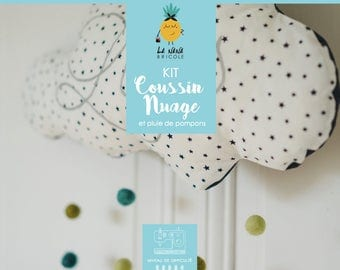 Cloud pillow Kit and its rain of PomPoms