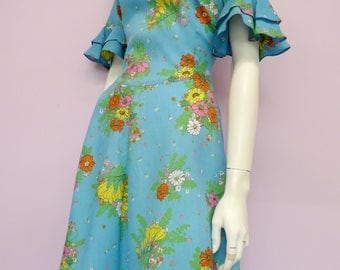 Vintage blue floral 60's dress with bell sleeves // flower print // sixties // made in Finland // Eur 36 / US 6 / UK 8