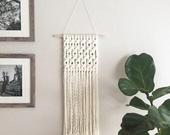 Macrame wall hanging / floret mesh / woven wall hanging / wall tapestry / textile wall hanging / macrame mural