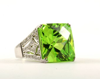 Vintage Women's Large Cushion Green Crystal Ring 925 Sterling Silver RG 975-E