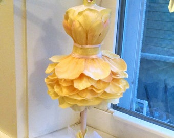 Bloomin' Sunny Spring Day Jewelry Mannequin