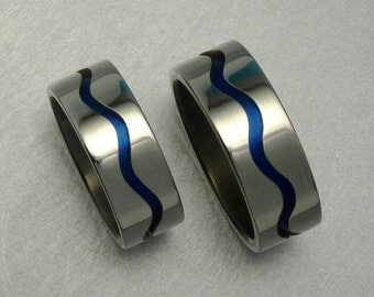 Blue titanium and silver 925 pair of wave rings / engagementrings.