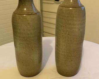 Pottery of a service vinegar and oil