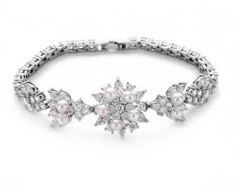 Crystal bridal bracelet, pearl crystal bracelet, bridesmaid bracelet, wedding jewelry, cubic zirconia jewelry, bridesmaid gift, wedding gift