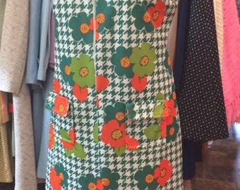"""Vintage Late 60s/Early 70's ***Volup***  Mod Summer Sleeveless Orange & Green Flower Dress -- Fab pockets -- L or XL -- 44"""" bust"""
