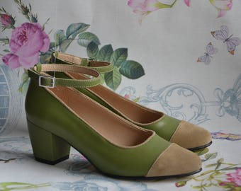 olive green woman and cappuccino suede pump