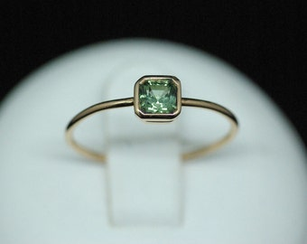 Ring yellow gold and green Tourmaline / Green Tourmaline set in yellow gold