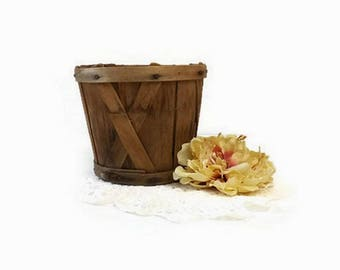 Small Primitive Farm Basket, Vintage Wood Slat Berry or Egg Gathering Basket, Rustic Kitchen Decor, Small Storage