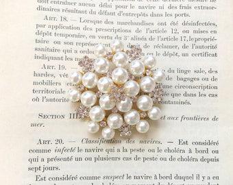Gold Pearl Brooch.Rhinestone Pearl Brooch.Gold rhinestone brooch.Gold pearl pin.gold crystal pearl.wedding accessory.broach.bridesmaid