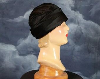 Vintage 1920s Art Deco Flapper Black Silk Designer Cloche Hat - Size M - L