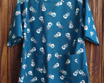 SIZE 14-16 The Mama San Mamasan Kappogi Full Coverage Smock Apron in Tossed Snowman on Green Print- Size Medium (14-16)
