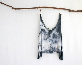 WAYFARER . tie dye women's button crop tank top . size L ⎜ large . basalt black . hippie hippy boho gypsy festival tribal . t-shirt tank