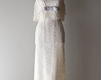Stunning Vintage 1960's Ivory Lace Fitted Evening Gown With Grey Bow ~ Vintage 60s Saks Fifth Ave Lace Wedding Dress Petite Fitted Dress