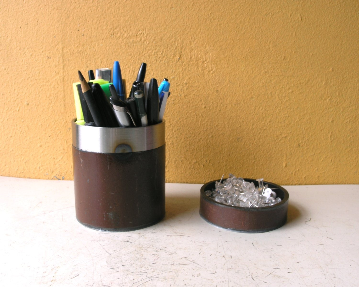 brown desk set pencil holder paperclip tray coin dish. Black Bedroom Furniture Sets. Home Design Ideas