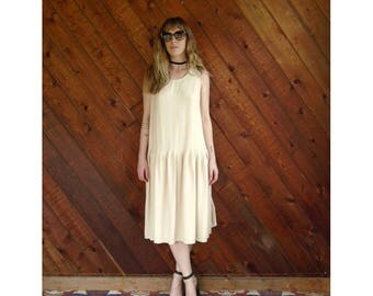 Beige Pleated Sleeveless Tea Length Dress - Vintage 80s - S/M