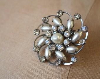 vintage 1950s brooch / 50s rhinestone and pearl brooch / silver rhinestone pin / swirl brooch / floral rhinestone brooch / 50s pearl pin
