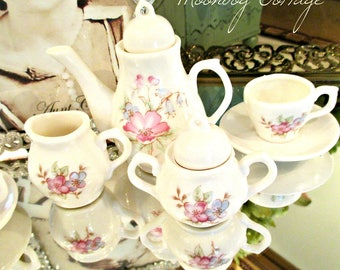 LoVeLY MiNiaTuRe ToY TeA SeT - WHiTe WiTH PiNK FLoWeRS - 9 PieCeS in ALL