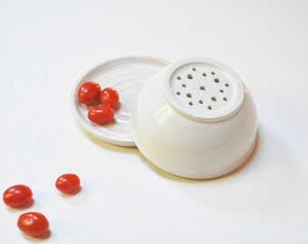 White berry bowl,pottery colander,clay sieve,stoneware colander,Gift for Mother,Housewarming gift, white kitchen decor,clay bowl set