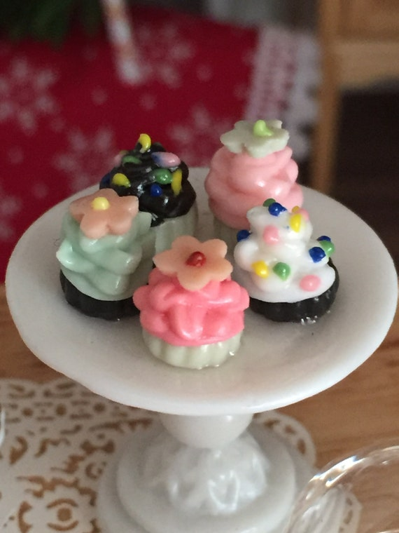 Miniature Cupcakes on Pedestal with Removable Glass Dome, Dollhouse Miniature, Fairy Garden Accessory, Topper, Miniature Food