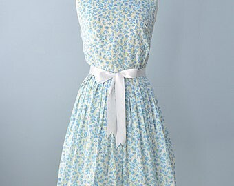 Vintage 1960s Day Dress...THE VILLAGER Novelty Print Cotton Day Dress Summer Dress 29 Inch Waist
