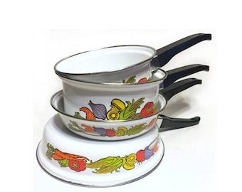 Vintage Frying Pans, Vintage Sauce Pans, Vintage Cookware, Garden Vegetables, Fingerhut 1975, Vintage Enamelware Pans, Retro Cooking Pans