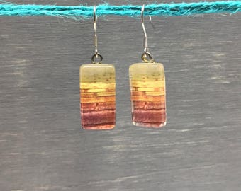 Rectangle earrings : photograph of bricks wall with glass cabochon