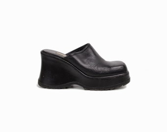 Vintage 90s Black Leather Platform Mules / 90s Steve Madden Platforms / Chunky Heeled Clogs - women's 9.5