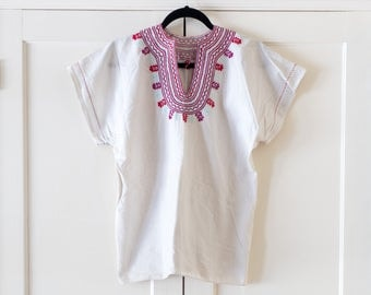 Vintage 1970's Mexican Oaxacan White & Pink Embroidered Cropped Blouse / Short Sleeve / Bohemian / Festival / Hippie