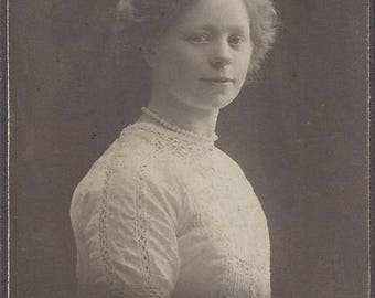 Vintage Young Woman Carte de Visite (CDV) J.W. Eskildsen Egersund Norway, 1905