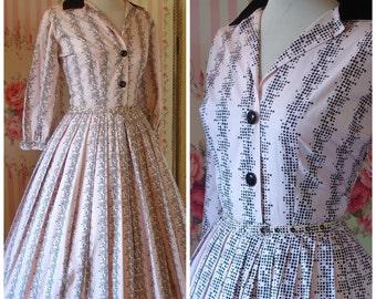 Horrockses Fashions 1950s Classic Cotton Shirtwaister Day Dress with Velvet Collar M Medium