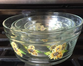 """Sunflower Glass Nesting Bowls Set of 4 - Perfect Mint Condition - Retro Kitchen - 4 Sizes 3.5"""" - 5 .75"""" - Fun Serving Dishes - Many Uses"""