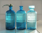 1 Large French antique apothecary jar - pharmacy bottle - Turquoise glass - engraved label - Curio cabinet- Alcool Camphre