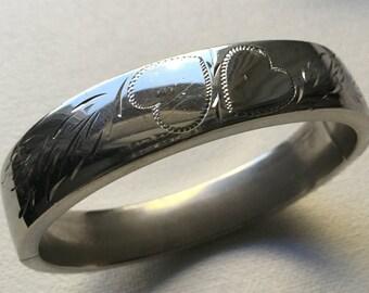Sterling silver wide hinged bangle bracelet with engraved hearts     VJSE