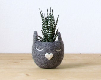 Succulent planter / Felt planter /  Cat head planter / indoor planter / Small succulent pot / cat lover gift / Grey cat vase / gift for her