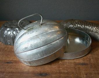 Tin pudding mold, vintage tin baking mold