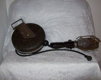 Vintage Industrial Retractable Caged Trouble Work Shop Light Cordomatic Model 900 Only 30 USD