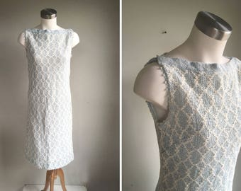 Vintage Shift Dress // 1960s Dalton Blue & Ivory Crochet Sleeveless Boat Neck // Bateau Neckline Mid Length // Vtg Size 12 // Small Medium