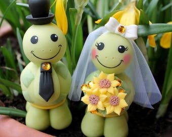 Wedding cake topper, custom turtle cake topper, bride and groom cake topper, cute animal cake topper, country cake topper, sunflower bouquet
