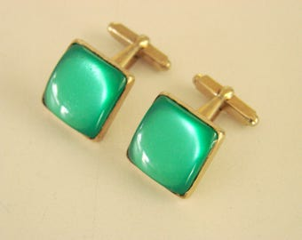 1950s-1960s Green Moonglow Thermoset Goldtone Cufflinks Mid Century Mens Vintage Jewelry