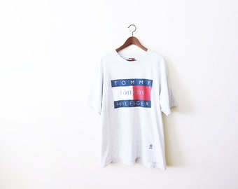 90s Tommy Hilfiger T Shirt / 90s Hip Hop Clothing / Big Logo Tommy Hilfiger Gray Shirt XL