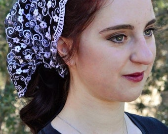 Christian Head Covering SCT35 -  Headband Headscarf with Ties, in Stunning Black and White Embroiered Lace