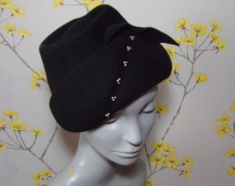 Vintage 40s 50s Black Felt Topper Hat Little Black Tilt Hat with beads and Bow