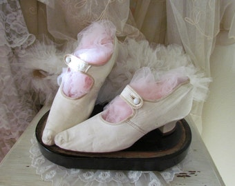 Antique White Kid Leather Edwardian Wedding Shoes 5.5