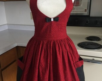 Women's Apron, Full Skirt Apron, Red and Black Rose Print with Bow Detail, Lined Bodice