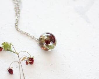 Strawberries pendant - Sphere resin necklace - Strawberry necklace - Spring jewelry - Summer jewelry - Berries jewellery - Forest necklace