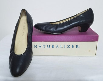 Naturalizer Shoes Navy Blue Low Heel Pumps Vintage Womens Shoes 6.5B