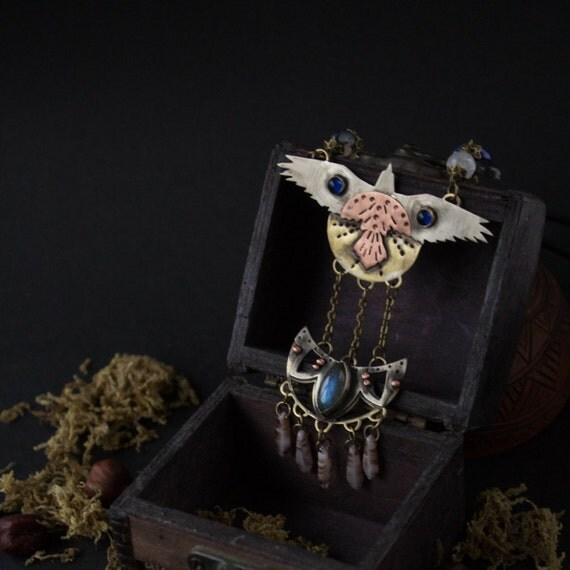Pendant Copper Raven, Raven brass pendant, pendant with labradorite, Indian necklace with blue stone, Raven totem bird pendant