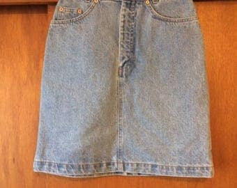 Vintage Women's Gap Light Wash Denim Skirt 7/8
